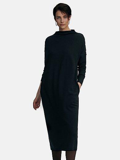 tRUE STANDARD - Stickad klänning med långa fladdermusärmar