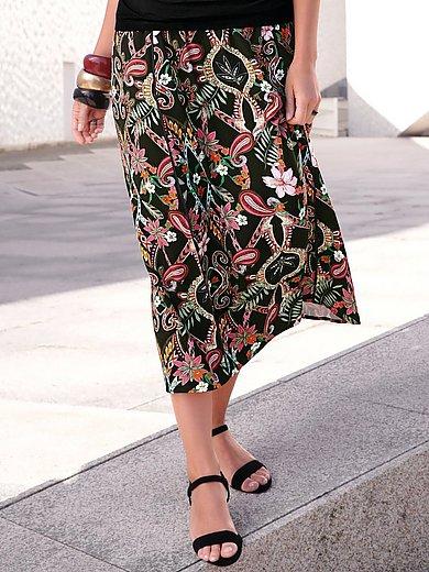 Emilia Lay - La jupe avec une longue fente